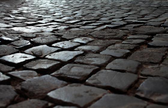 Sanpietrini im nassen Zustand – eine rutschige Überraschung