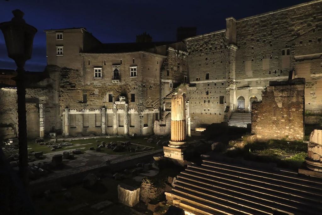 Forum Augustus, welches mit LED's ausgeleuchtet ist.