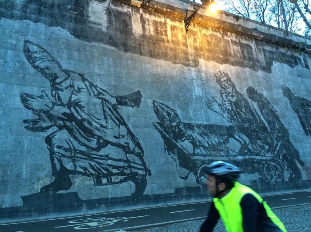 Die Graffiti von William Kentridge begeistert auch die Velofahrer