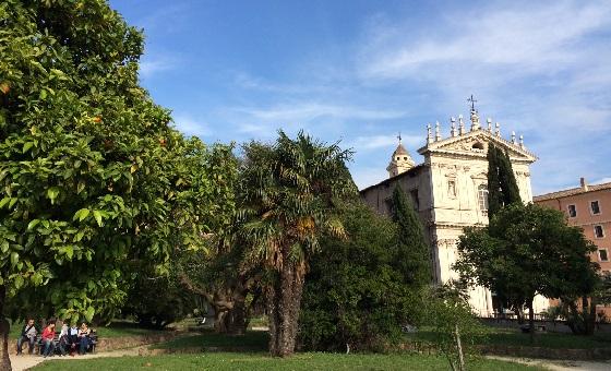 Mitten in Roms Altstadt, die grünen Oasen locken zu einem Picknick