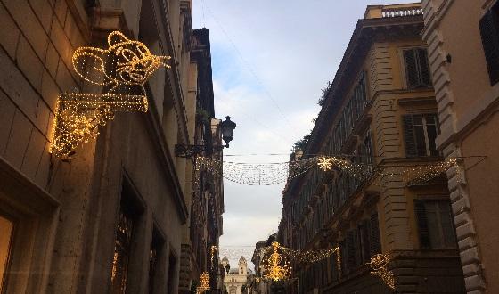 Weihnchstbeleuchtung in der Via Condotti – Tom darf nicht fehlen
