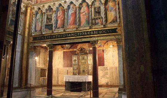 Scala Santa – Altar mit dem Acheiropoieton und Überschrift: «Non est in toto sanctior orbe locus»
