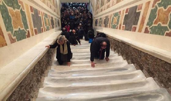 Scala Santa – Eröffnungsfeier mit der unverkleideten Treppe
