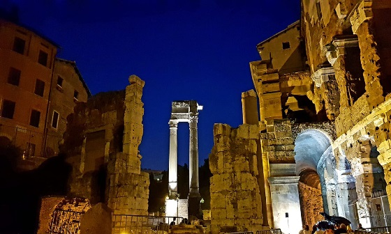 Klassische Verabredung – das Konzert findet zwischen den Ruinen desTeatro di Marcello statt